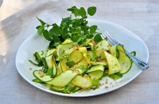 простой салат насыщен витаминами