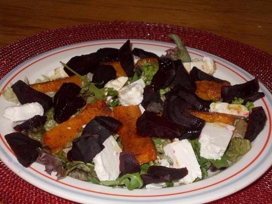 салат из свеклы с сыром Фета и тыквой