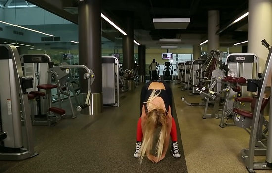 следует хорошенько растянуть мышцы спины