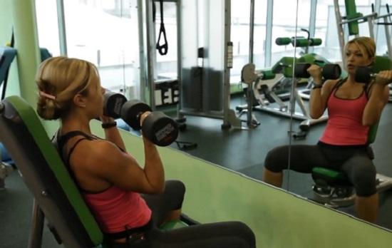 Жим Арнольда – известное и эффективное упражнение