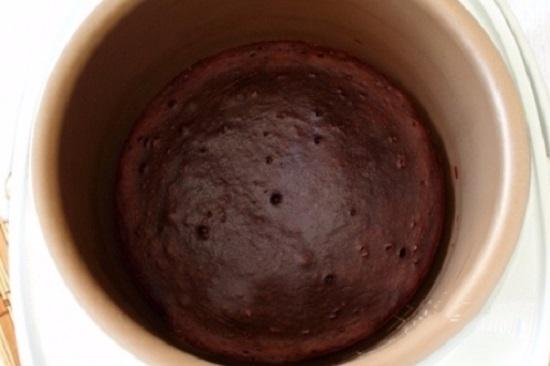 Выставляем опцию «Выпечка» и готовим бисквит