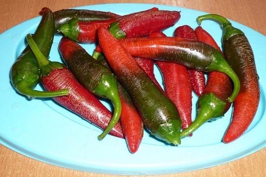снизить остроту аджики, избавьте перцы от семян