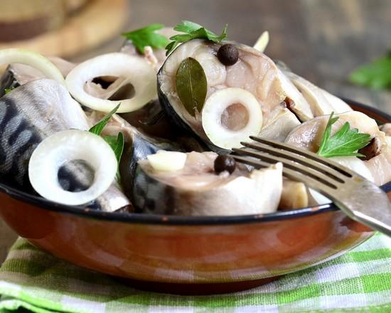 Маринованный лук для салата: рецепт в уксусе