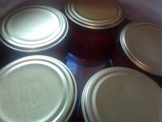 Стерилизуем томаты в собственном соку