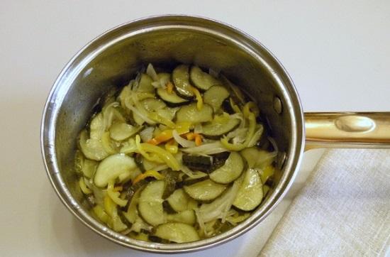 Варим овощи в соку на протяжении семи минут