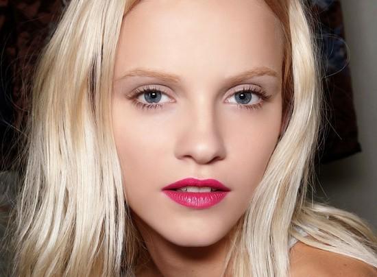 Как сделать эффектный повседневный макияж для голубых глаз?