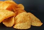 Как приготовить чипсы в микроволновке из лаваша и картофельные?