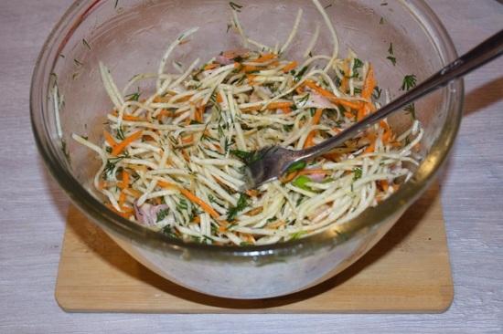 Заправляем салатик маслом оливы