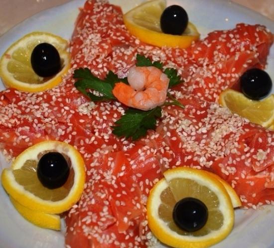 рецепт салата с красной рыбой соленой
