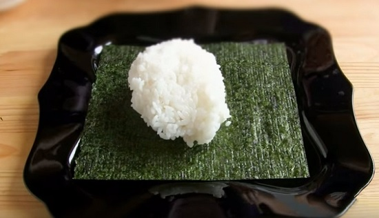 распределим поверх нори рис