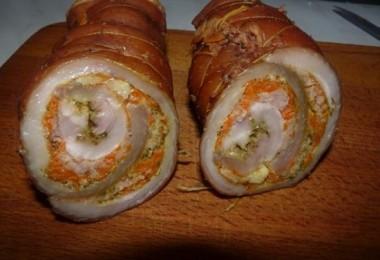 Рулет из сала: в духовке, вареный в пакете и другие рецепты