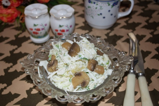 Салат из зеленой редьки с огурцом и картофелем