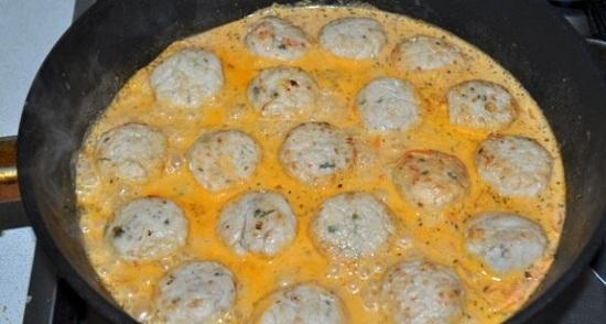 Куриные шарики в сливочном соусе: рецепт для начинающих