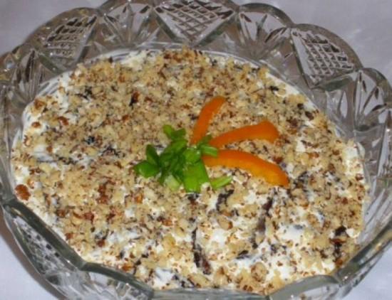 необычный рецепт салата «Рыбки в пруду»