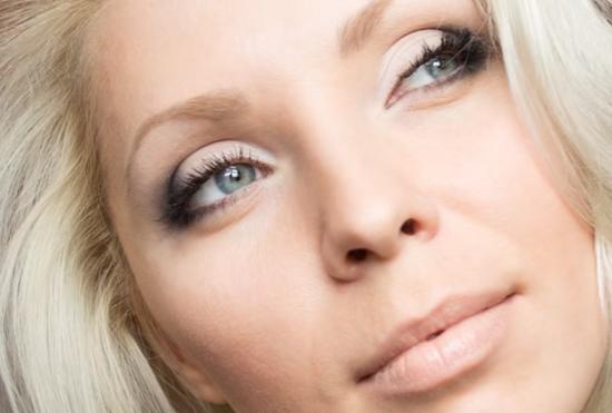 Макияж для блондинок с голубыми и серо-голубыми глазами