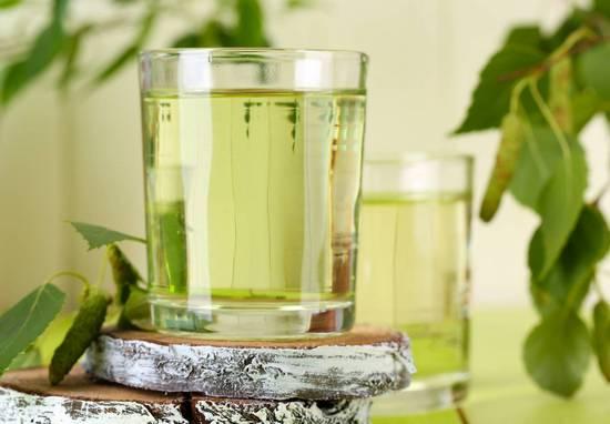 Березовый сок: состав, полезные свойства для женщин и мужчин, противопоказания