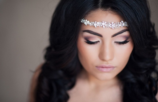 Свадебный макияж для брюнеток с голубыми глазами