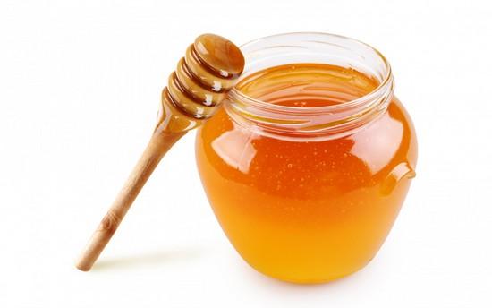 Для лечения появившегося фурункула можно использовать мед