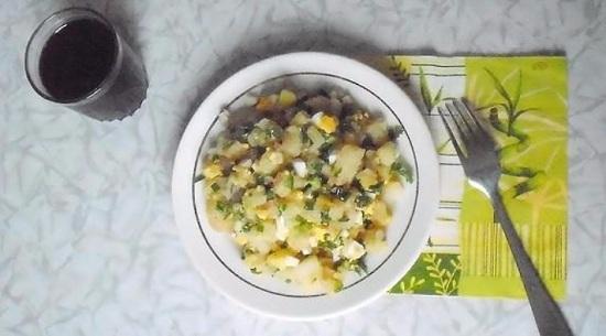 Зимний салат на основе картофеля