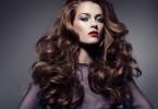 Эффектные прически для кудрявых волос
