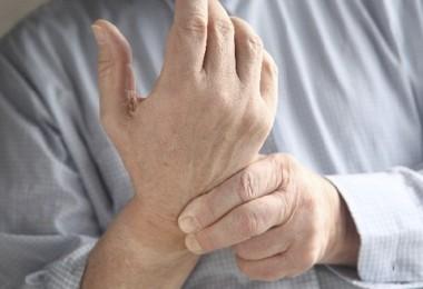 Что делать, если болит запястье правой руки?