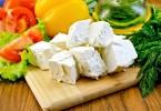 Салат с брынзой и помидорами (с оливками, маслинами, огурцами)