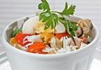 Салат с мидиями: рецепты простые и вкусные