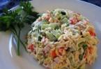 Салат с ветчиной и огурцами (с кукурузой, сыром, помидорами)