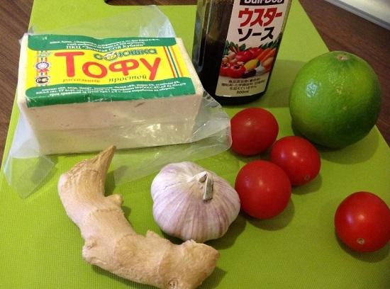 понадобятся свежие томаты и палочки