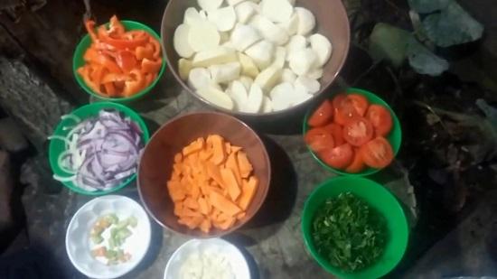 Картофельные клубни нарезаем брусочками