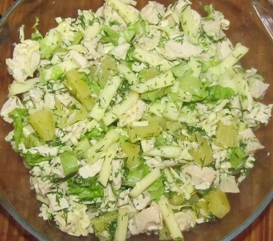 Салат с айсбергом и курицей