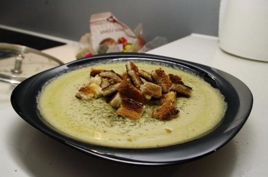 суп-пюре из соцветий брокколи и сырка плавленого