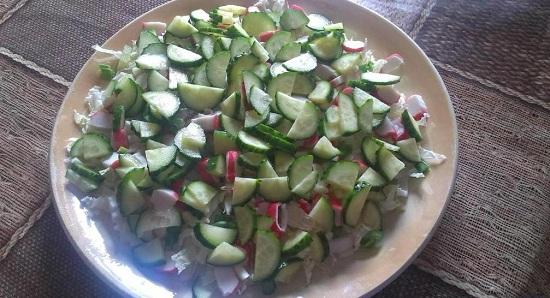 Добавляем овощ в салат