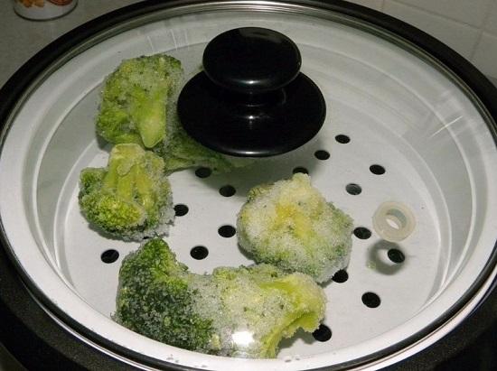 Соцветия капусты брокколи приготовим на пару