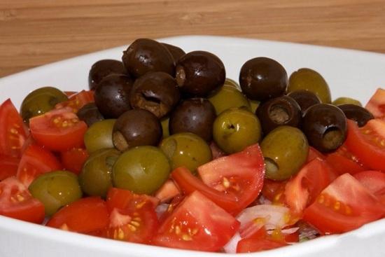 выложим маслины с оливками