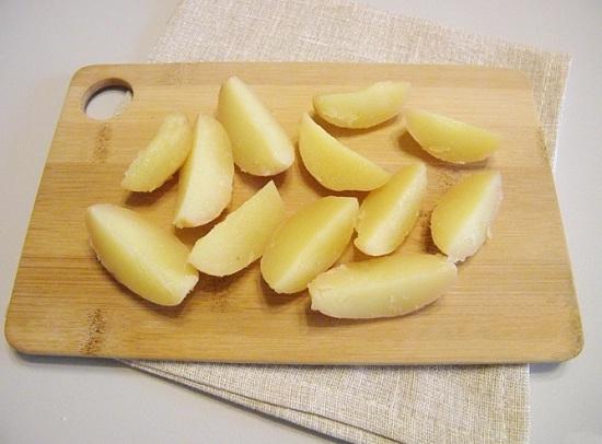 Нарежем картофель вот такими дольками