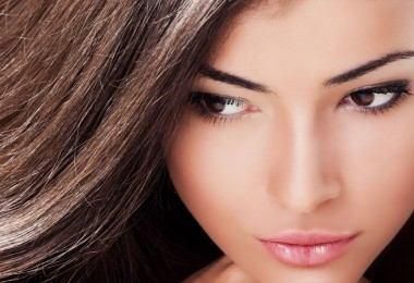 Красивый макияж для карих глаз и темных волос