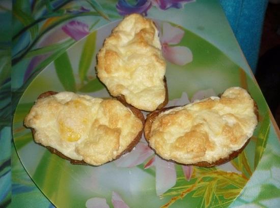 Бутерброды с яйцом и сыром в духовке