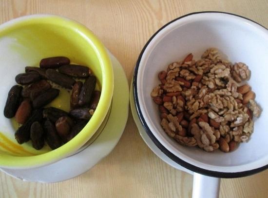 Грецкие орешки очищаем от скорлупы