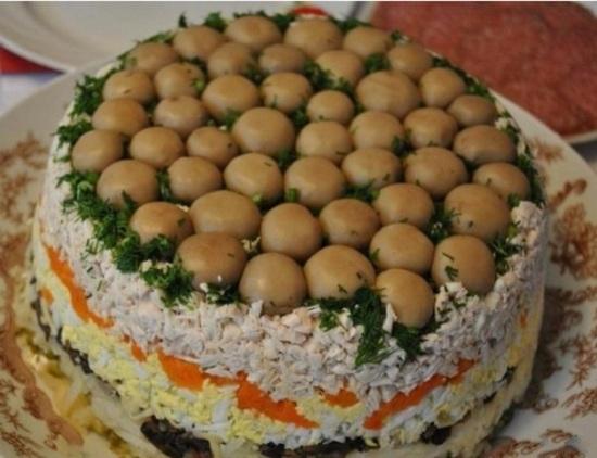 Салат Лесная поляна с шампиньонами: рецепт